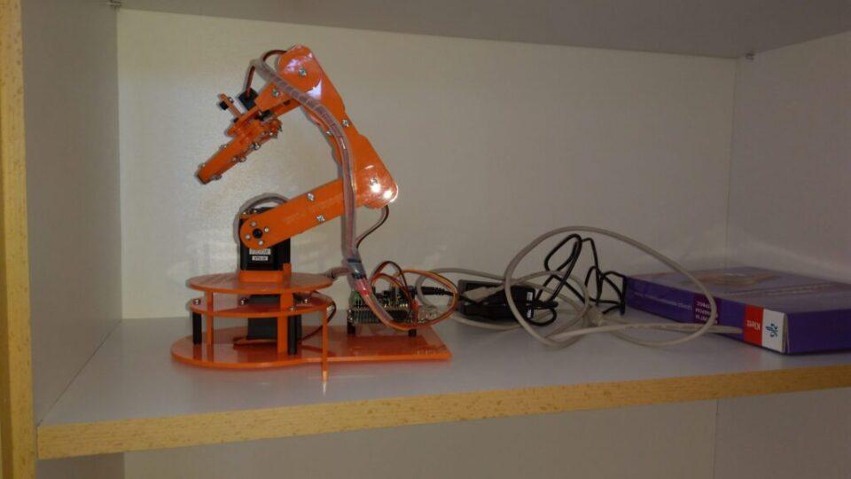Опремање учионице-роботска рука