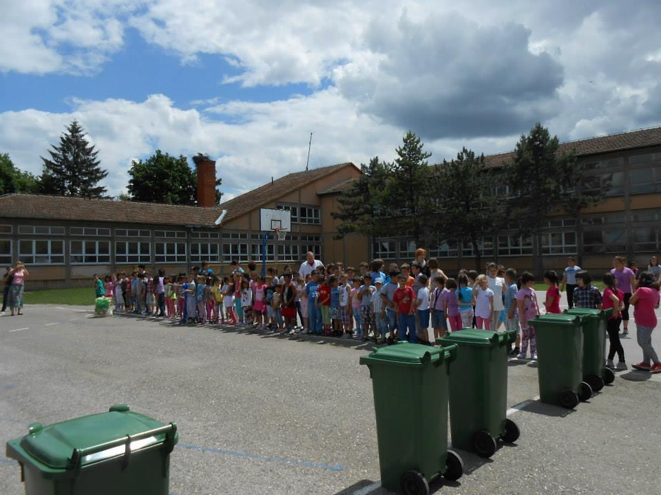Брантнер - презентација рада возила у школском дворишту, игра одлагања пластичног отпада
