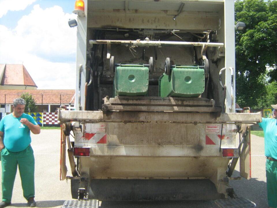 Брантнер - презентација рада возила у школском дворишту, демонстрирање рада камиона