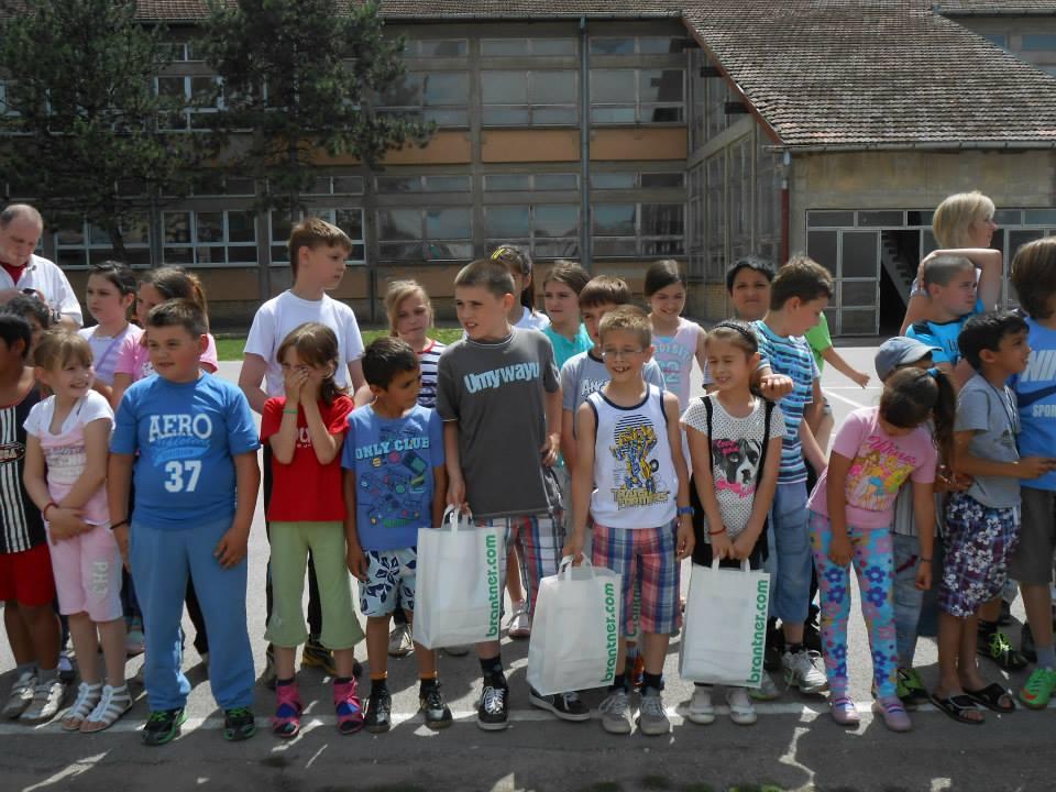 Брантнер - презентација рада возила у школском дворишту, учесници игре