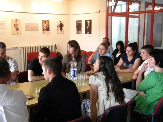 Завршен пројекат - изложба и дебата, излагање представника канцеларије младих
