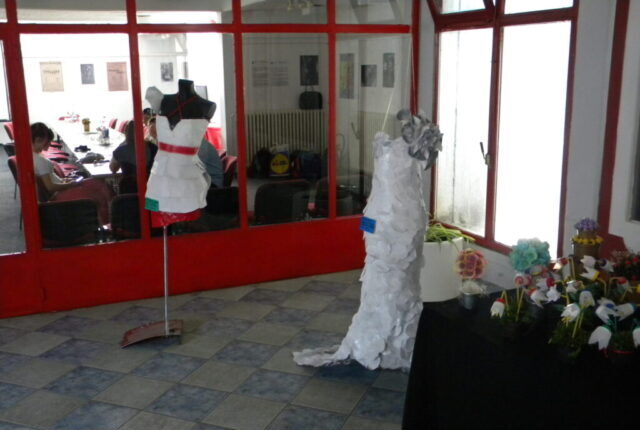 Завршен пројекат - изложба и дебата, изложба одеће од рециклираног материјала