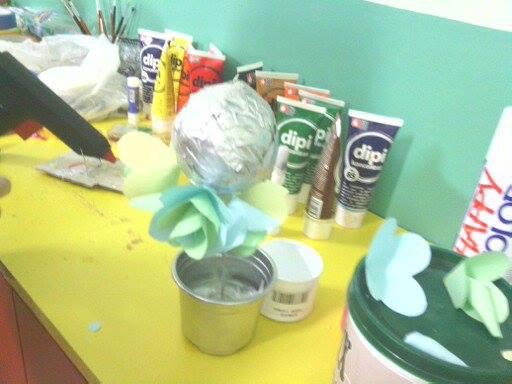 Радионице израде украсних предмета од материјала за рециклажу , цвет